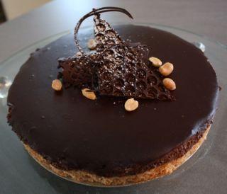 Snickerskake_sjokoladekake_peanøtter