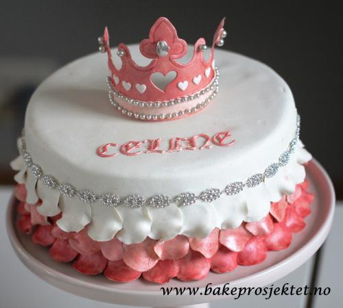 Mer info om kaken her: http://bakeprosjektet.no/prinsessekake/