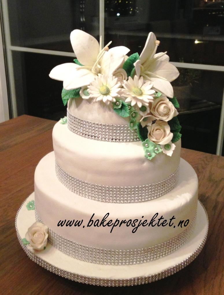 Bryllupskake med liljer
