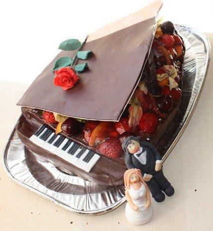 Bryllupskake piano frukt bær sjokolade