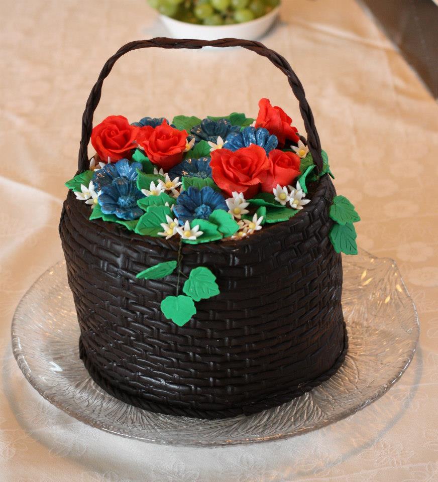 Kake med blomster blomsterkurv