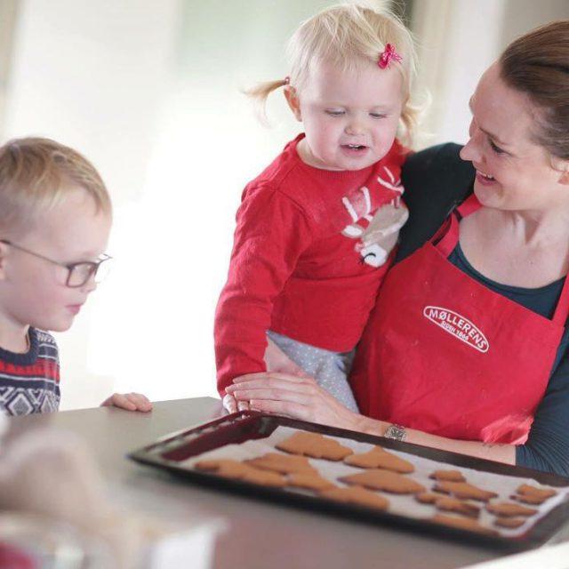 Fun making gingerbread cookies  Jeg og barna hadde dethellip
