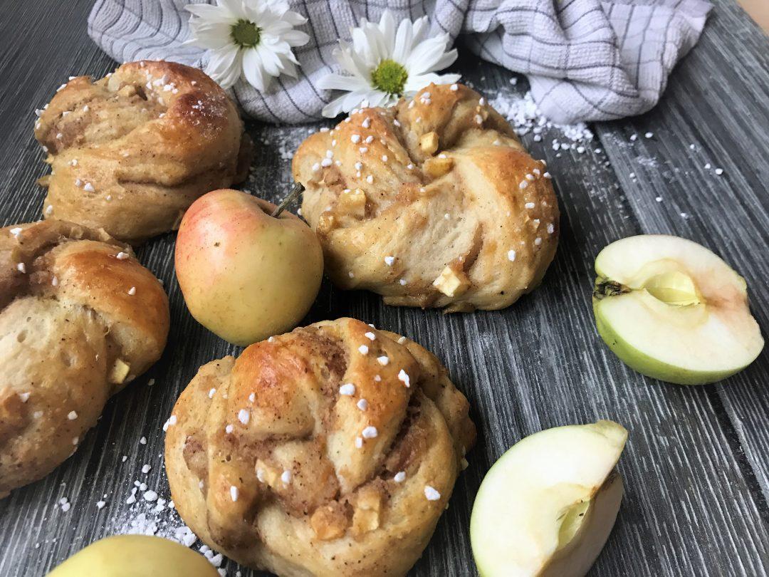 Boller med eplefyll